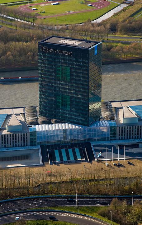 Nederland, Utrecht, Utrecht, 25-11-2008; Westraven, het gerenoveerde hoofdkantoor van Rijkswaterstaat, gelegen aan het Amsterdam-Rijnkanaal, naar ontwerp van architectenbureau Cepezedin het kantoorgebouw zijn gevestigd de Bouwdienst (ingenieursbureau), de Regionale Dienst Utrecht (Dienstkring) en het LEF future center (studiecentrum, informatiecentrum)Westraven, the renovated headquarters of Rijkswaterstaat, located on the Amsterdam-Rhine Canal, architectural design of CEPEZED.the office building are located the Building Service (Engineering Deaprtment), the Regional Service Utrecht and the LEF future center (study center, information center).kantoortoren, kantorencomplex, office tower, office complex. ;. .luchtfoto (toeslag)aerial photo (additional fee required).foto Siebe Swart / photo Siebe Swart