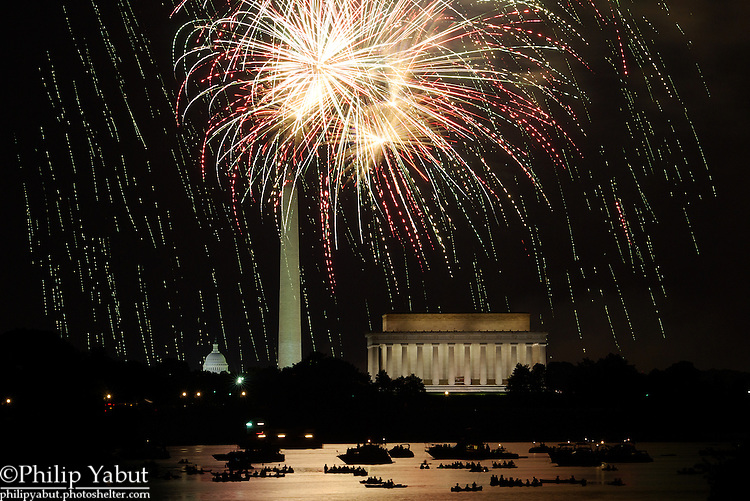 Fireworks light up DC on July 4, 2009.