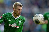 FUSSBALL   1. BUNDESLIGA   SAISON 2013/2014   7. SPIELTAG SV Werder Bremen - 1. FC Nuernberg                    29.09.2013 Aaron Hunt (SV Werder Bremen) Einzelaktion am Ball