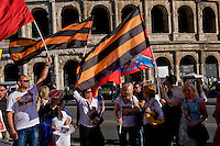 Roma 9 Maggio 2015<br /> La comunit&agrave; russa a Roma a celebrato il 70&deg; anniversario della  vittoria sulla Germania nazista nella guerra del 1941-1945,  al Colosseo.  Il nastro di San Giorgio (i cui colori sono arancione e nero) utilizzato dalla Milizia del Donbass<br /> Rome, May 9, 2015<br /> The Russian community in Rome to celebrate the 70th anniversary of victory over Nazi Germany in the war of 1941-1945, in front of the Colosseum.The Ribbon of Saint George (whose colors are Orange and Black) used by the Donbass People's Militia.