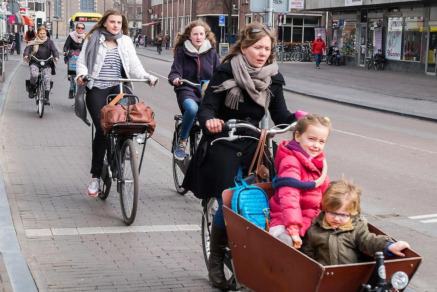 Nederland, Utrecht, 26 maart 2015<br /> Fietsers op straat<br /> <br /> Foto: (c) Michiel Wijnbergh