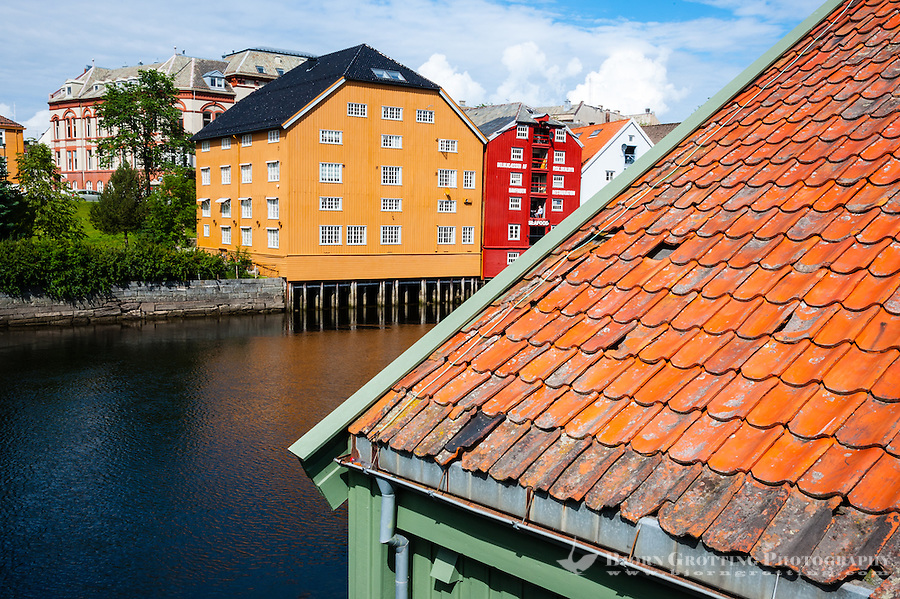 Norway, Sør-Trøndelag, Trondheim. Nidelva river from Bakklandet.
