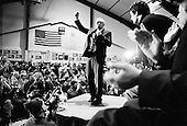 Daniel Webster College.Nashua, NH.USA.January 25, 2004..Democratic presidential hopeful General Welsy Clark attendeds a rally with Ted Danson, and Mary Steenburgen.