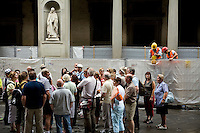 Tourists visiting Piazzale degli Uffizi, Florence, Italy, Europe, 2007, © Stephen Blake Farrington