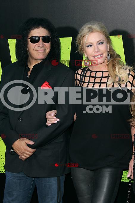 Gene Simmons and Shannon Tweed at the Premiere of Universal Pictures' 'Savages' at Westwood Village on June 25, 2012 in Los Angeles, California. &copy;&nbsp;mpi21/MediaPunch Inc. /*NORTEPHOTO.COM*<br /> **SOLO*VENTA*EN*MEXICO** **CREDITO*OBLIGATORIO** *No*Venta*A*Terceros* *No*Sale*So*third* *** No Se Permite Hacer Archivo** *No*Sale*So*third*&Acirc;&copy;Imagenes con derechos de autor,&Acirc;&copy;todos reservados. El uso de las imagenes est&Atilde;&iexcl; sujeta de pago a nortephoto.com El uso no autorizado de esta imagen en cualquier materia est&Atilde;&iexcl; sujeta a una pena de tasa de 2 veces a la normal. Para m&Atilde;&iexcl;s informaci&Atilde;&sup3;n: nortephoto@gmail.com* nortephoto.com.