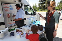 BIOLA'. Distribuzione alla spina di latte crudo. Distribution in draft of raw milk..Il latte crudo non ha subito il processo di pastorizzazione.Raw milk has not been pasteurized.....