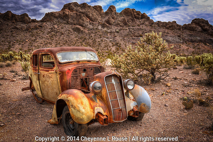 End of the road - Southwest - Rusty car