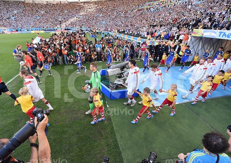 FUSSBALL WM 2014                FINALE Deutschland - Argentinien     13.07.2014 Einmarsch der Mannschaften ins Stadion Maracana