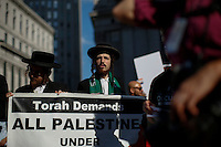 New York, USA. 24 July 2014. Jewish Orthodox take part in a protest by Palestine supporters in New York, demanding the end of the war by Israel and Hamas in Gaza. Photo by Eduardo Munoz Alvarez/VIEWpress