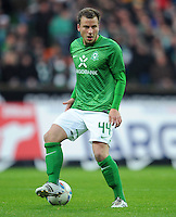 FUSSBALL   1. BUNDESLIGA   SAISON 2011/2012    16. SPIELTAG SV Werder Bremen - VfL Wolfsburg          10.12.2011 Philipp Bargfrede (SV Werder Bremen) Einzelaktion am Ball