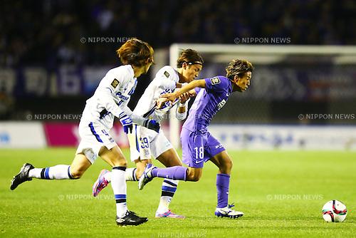 (L-R)<br /> Takashi Usami (Gamba),<br /> Yoshifumi Kashiwa (Sanfrecce),<br /> DECEMBER 5, 2015 - Football / Soccer : <br /> 2015 J.League Championship Final 2nd leg match<br /> between Sanfrecce Hiroshima - Gamba Osaka<br /> at Hiroshima Big Arch in Hiroshima, Japan.<br /> (Photo by Shingo Ito/AFLO SPORT)