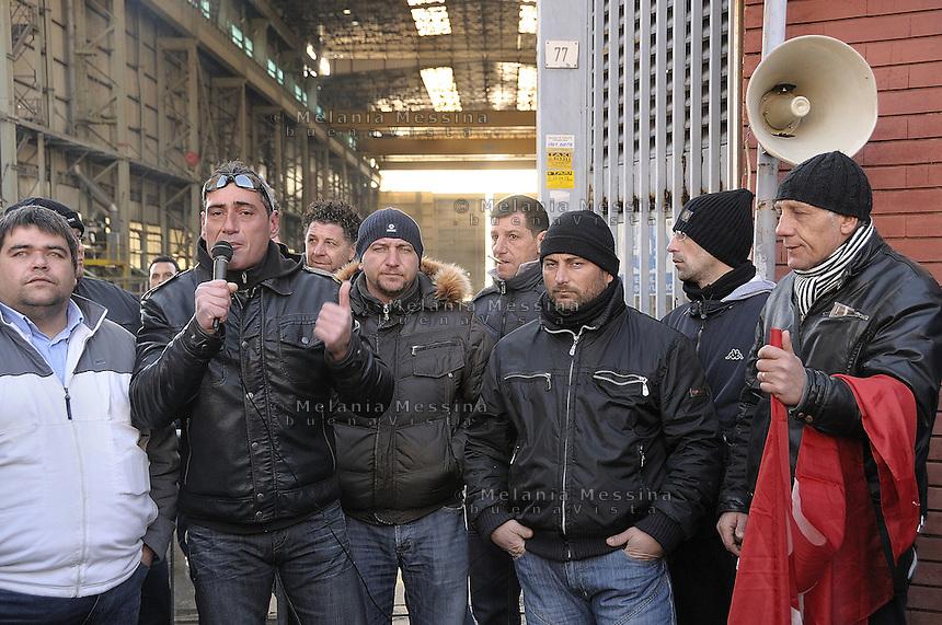 Entrance to the Fincantieri shipyard in Palermo with the workers  striking..Ingresso alla Fincantieri di Palermo con gli operai in lotta