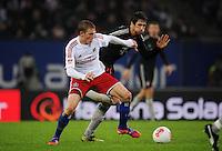 USSBALL   1. BUNDESLIGA    SAISON 2012/2013    10. Spieltag   Hamburger SV - FC Bayern Muenchen                    03.11.2012 Artjoms Rudnevs (Hamburger SV) gegen Javi Martinez (re, FC Bayern Muenchen)