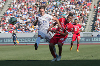 Carson, CA - Sunday, February 8, 2015 Mix Diskerud (10) of the USMNT and Anibal Godoy (20) of Panama. The USMNT defeated Panama 2-0 during an international friendly at the StubHub Center.