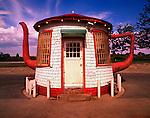 Tea Pot Dome Service Station / Zilah / Washington