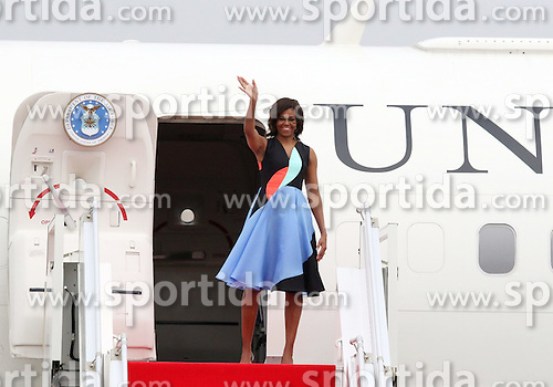 U.S. first lady Michelle Obama waves from the plane in Siem Reap, Cambodia, March 22, 2015. U.S. first lady Michelle Obama left here on Sunday for the United States after a three-day visit. EXPA Pictures &copy; 2015, PhotoCredit: EXPA/ Photoshot/ Sovanna<br /> <br /> *****ATTENTION - for AUT, SLO, CRO, SRB, BIH, MAZ only*****
