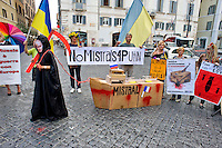 Roma 11 Settembre 2014<br /> Manifestazione della comunit&agrave; ucraina davanti all'ambasciata Francese  a Roma per chiedere al Governo francese di non consegnare le navi da guerra classe Mistral  alla Russia.<br /> La protesta &egrave; organizzata dal comitato Euromajdan e l'associazione Congresso degli ucraini in Italia. La  morte con la maschera di Putin traina la nave da guerra<br /> Rome September 11, 2014 <br /> Manifestation of the Ukrainian community in front of the French embassy to Rome to ask the French government not to hand over the Mistral class warships to Russia. <br /> The protest is organized by the Committee and the Association Euromajdan Congress of Ukrainians in Italy. The death  with  mask of Putin trolling the warship