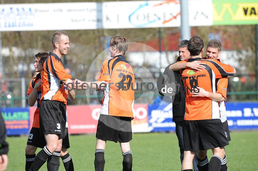 Voetbal urk sportpark de vormt sv urk drachtster boys 14 04 2012
