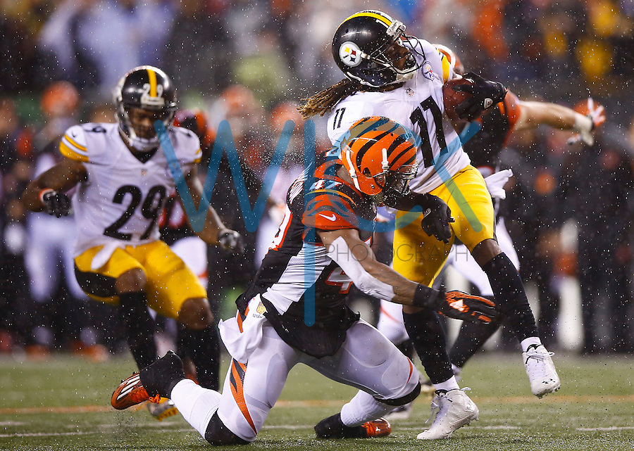 Markus Wheaton #11 of the Pittsburgh Steelers evades a tackle by P.J. Dawson #47 of the Cincinnati Bengals on a kick return in the second half during the Wild Card playoff game at Paul Brown Stadium on January 9, 2016 in Cincinnati, Ohio. (Photo by Jared Wickerham/DKPittsburghSports)