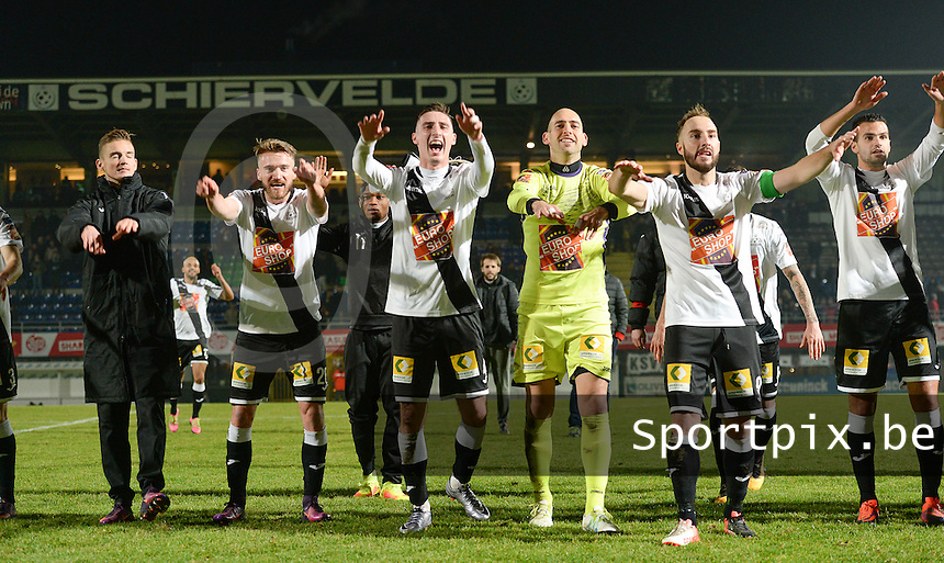 20161217 - ROESELARE , BELGIUM : Roeselare's players pictured celebrating their win  after the Proximus League match of D1B between Roeselare and Cercle Brugge, in Roeselare, on Saturday 17 December 2016, on the day 20 of the Belgian soccer championship, division 1B. . SPORTPIX.BE | DAVID CATRY