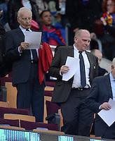 FUSSBALL  CHAMPIONS LEAGUE  HALBFINALE  RUECKSPIEL  2012/2013      FC Barcelona - FC Bayern Muenchen              01.05.2013 Uli Hoeness (re, FC Bayern Muenchen) und Edmund Stoiber (links) zu Gast auf der Ehrentribuene