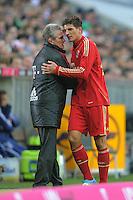 FUSSBALL   1. BUNDESLIGA  SAISON 2011/2012   23. Spieltag  26.02.2012 FC Bayern Muenchen - FC Schalke 04        Auswechslung; Mario Gomez (re, FC Bayern Muenchen) und Trainer Jupp Heynckes  (FC Bayern Muenchen)
