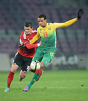 FUSSBALL   INTERNATIONAL   Testspiel    Albanien - Kamerun       14.11.2012 Joel Matip (re, Kamerun) gegen Aemando Sadiku (li, Albanien)