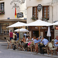 France, Brittany, Département Morbihan, Josselin: Cafe and Creperie | Frankreich, Bretagne, Département Morbihan, Josselin: Cafe and Creperie