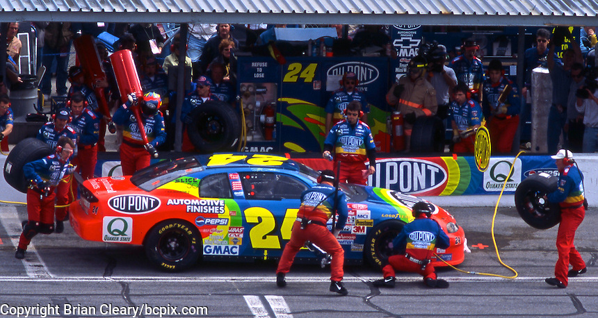 Jeff Gordon makes a pits top during the Daytona 500 at Daytona InternationalSpeedway in Daytona Beach, FL on February 15, 1998.  (Photo by Brian Cleary/www.bcpix.com)