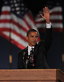 Chicago, IL - November 4, 2008 -- United States President-elect Barak Obama waves to supporters after speaking in Lower Hutchinson Field, Grant Park, Chicago, Illinois after his election as President of the United States on Tuesday, November 4, 2008..Credit: Ron Sachs / CNP.(Restriction: No New York Metro or other Newspapers within a 75 mile radius of New York City)