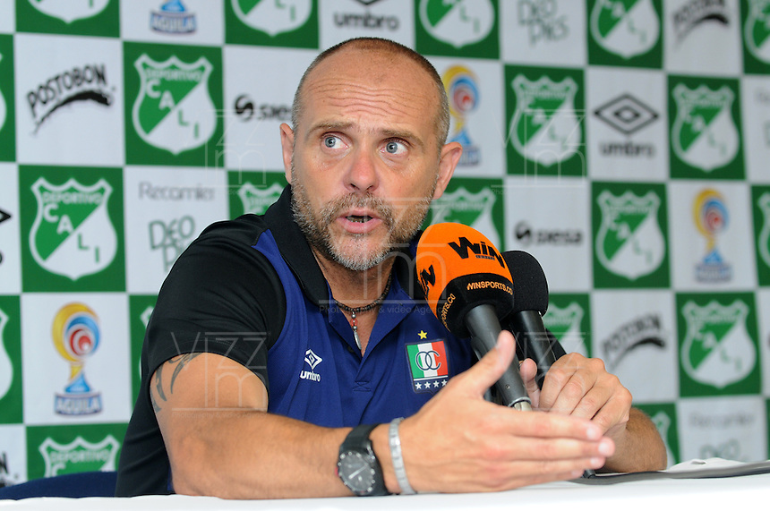 PALMIRA -COLOMBIA-06-03-2016. Javier Torrente técnico del Once en rueda de prensa después del partido entre Deportivo Cali y Once Caldas por la fecha 8 de la Liga Aguila I 2016 jugado en el estadio Pascual Guerrero stadium de la ciudad de Palmira./ Javier Torrente coach of Once during a press conference after the match between Deportivo Cali and Once Caldas during match for the date 8 of the Aguila League I 2016 played at Pascual Guerrero stadium in Cali city.  Photo: VizzorImage/ NR /Cont