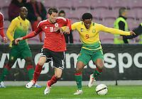 FUSSBALL   INTERNATIONAL   Testspiel    Albanien - Kamerun       14.11.2012 Samuel Eto o (re, Kamerun) gegen Emilian Vila (li, Albanien)