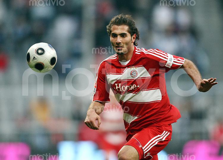 FUSSBALL     1. BUNDESLIGA     2. BUNDESLIGA       LOKALDREBY FC Bayern Muenchen - TSV 1860 Muenchen          26.01.2008 Hamit ALTINTOP (Bayern Muenchen), Einzelaktion am Ball.