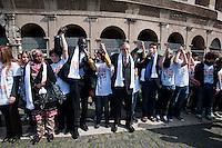 Roma 21  Marzo 2012. Catena umana organizzata a Roma dall'Unar (Ufficio Nazionale Antidiscriminazioni Razziali), in occasione della Giornata mondiale contro il razzismo.. Il ministro per la Cooperazione, Andrea Riccardi