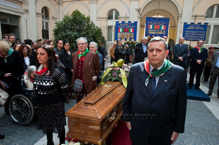 Roma, 4 Aprile 2012.Funerali del partigiano Rosario Bentivegna nella sede della Provincia di Roma.Partigiani e rappresentanti dell'ANPI durante la commemorazione