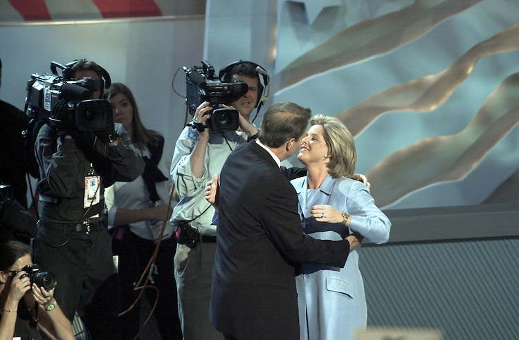 DNCconvention29(DG)081700 -- Al Gore and his wife Tipper kiss  on stage during the democratic national convention in California.