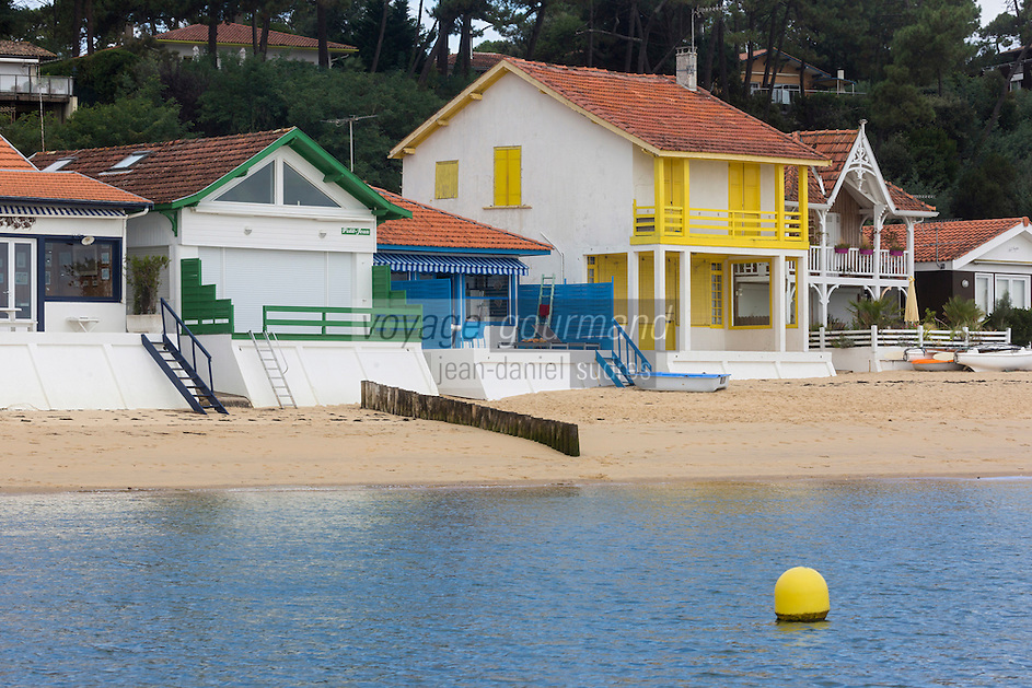 France, Gironde (33),Bassin d'Arcachon, Le Cap-Ferret , L'Herbe , cabanons sur la plage //  France, Gironde, Bassin d'Arcachon, shed on the beach
