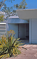 Rudolph Schindler: Wilson House--entry. (This, too, reminds me of Wright.)