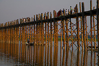 The U-Bein Bridge, this teakwood bridge spans 1.2 km across the shallow Taungthaman Lake some 10 km south of Mandalay. Amanpura, Mandalay, Myanmar/Burma