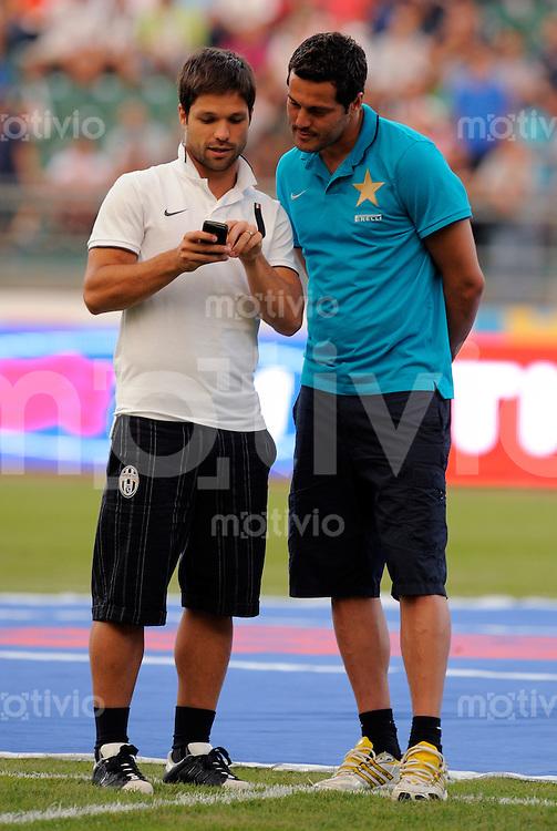 FUSSBALL INTERNATIONAL   SERIE A   SAISON 2010/2011    Tim Trophy, Inter Mailand (blau) -  Juventus Turin (weiss)    13.08.2010 Diego, Julio Cesar  (v. li., Juventus Turin)