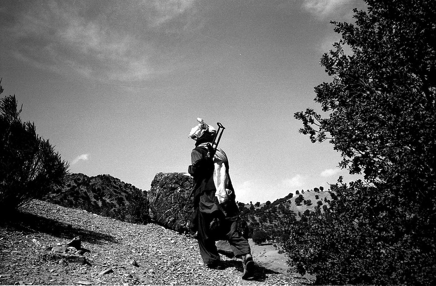 barwaiz raghzai hills, south waziristan, pakistan april 2004: a lone lashkar fighter to reconoiter a suspecte al qaeda hideout in these mountains that form the pakistan and afghanistan border.<br />