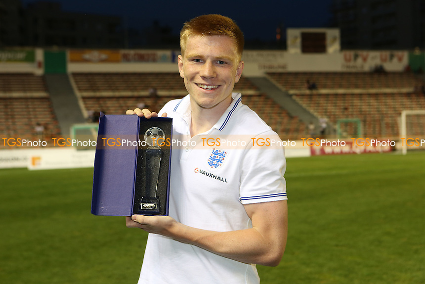 Duncan Watmore wins best newcomer of the Tournament - USA Under-23 vs England Under-20 - 2015 Toulon Tournament Third/Fourth Place Play-Off Final Football at Stade Mayol, Toulon, France - 07/06/15 - MANDATORY CREDIT: Paul Dennis/TGSPHOTO - Self billing applies where appropriate - contact@tgsphoto.co.uk - NO UNPAID USE