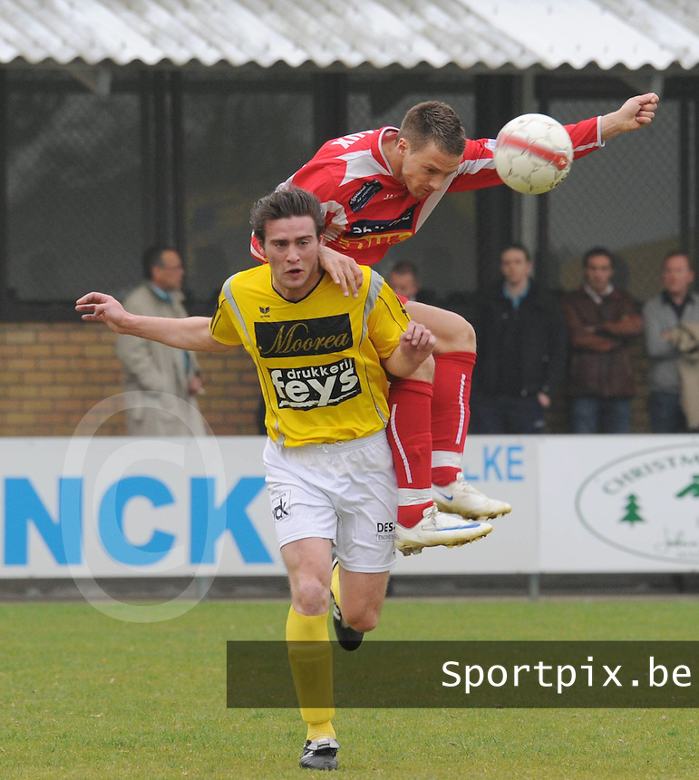 SC Wielsbeke - White Star Woluwe..Grégory Bilstein gaat zitten op Mathieu Tubaert (links)..foto David Catry / VDB