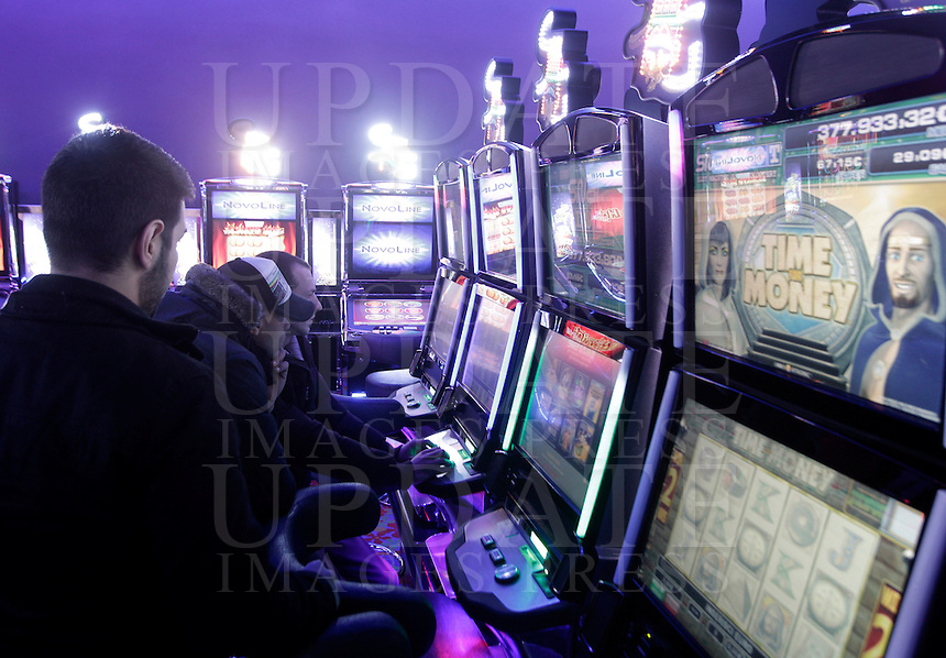 Giocatori alle slot machines del Dubai Palace, in occasione della sua inaugurazione, a Roma, 2 marzo 2013.<br /> Players at the slot machines of the Dubai Palace gameroom, on the occasion of its inauguration in Rome, 2 March 2013.<br /> UPDATE IMAGES PRESS/Riccardo De Luca