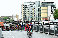 Picture by Alex Broadway/SWpix.com - 18/05/2017 - Cycling - Tour Series Round 5, Croydon - Matrix Fitness Grand Prix - Team Breeze's Manon Lloyd leads the chasing group.