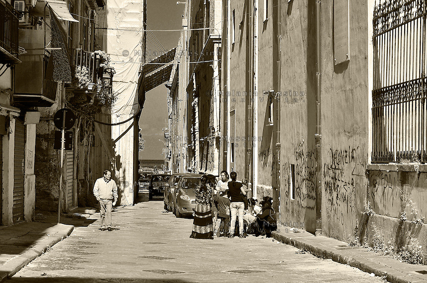 Palermo, alley in the historic city center: Via Alloro.