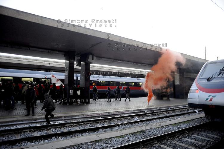 Roma, 27 febbraio 2012.Manifestazione contro la Tav in Val Susa e in solidarietà con il movimento No Tav..Il corteo occupa i binari della stazione Termini bloccando il traffico dei treni.