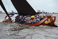 ZEILSPORT: LANGWEER: 22-04-2017, Skûtsjesilen Langweer, Skûtsje Freonskip (Blauhús), schipper Hartman Witteveen, ©foto Martin de Jong