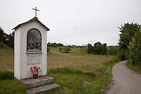 una cappelletta a Portacomaro stazione cappella votiva a Portacomaro stazione
