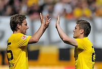 Fussball, 2. Bundesliga, Saison 2011/12, SG Dynamo Dresden - FC St.Pauli, Sonntag (29.04.12), gluecksgas Stadion, Dresden. Dresdens Robert Koch (li.) und Zlatko Dedic jubelnd.